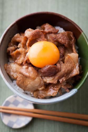 豚丼レシピの簡単・絶品アイデア集!お店の味も再現できちゃう♪