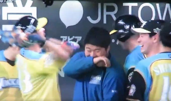 001 151 - 【才能開花】日本ハム・大田泰示 (26歳)がガチ覚醒、「ウィー!」といいながらマッスルポーズを4回決める
