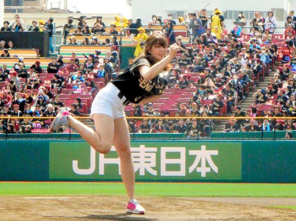 001 218 - 【追記あり】【中学生殺到】もし、神スイングの稲村亜美さんの周りに豪腕セキュリティ『BONDS』のプロ筋肉警備があったら