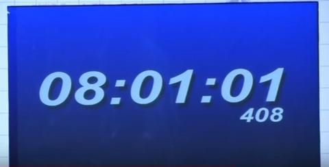 001 5 - 【ギネス新記録】まさに超人!体幹トレーニングの「プランク」で8時間超えを達成!中国警官(マオ・ウェイドンさん)
