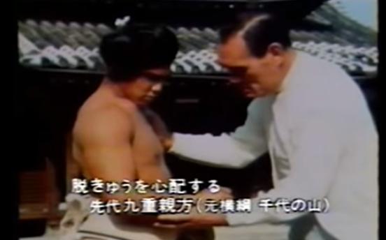 001 9 - 肩の脱臼癖を筋肉の鎧で補った伝説力士・千代の富士「弱い箇所があれば、周りを強くして補強すればいいんだ」
