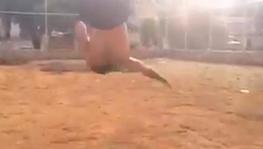 02 13 - 【世界レベルの自重トレ】こんなの100%モテる!ブレイクダンスの猛者が行う、空中腕立てからエアートラックスが凄い
