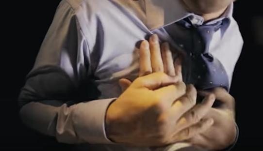 08 1 - 筋肉的にこれは確かに迷惑すぎ!「いきなり腕相撲をしたがる」内藤大助主演『博多の華 むぎ』35周年動画、こんな上司は「飲みニケーション」禁止!