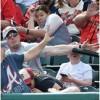 160459 100x100 - 【筋肉シールド】野球観戦中の息子の顔に飛んできたバットをマッチョ親父が片腕でガード!
